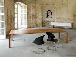 DESIGNTAFELS_Lange tafels in massief hout